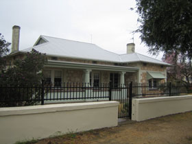 Naracoorte Cottages - MacDonnell House - Accommodation Great Ocean Road