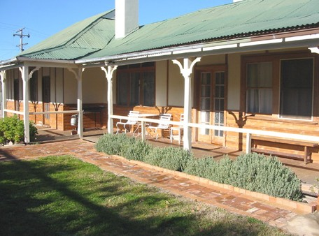 Gundagai Historic Cottages Bed and Breakfast - Accommodation Great Ocean Road