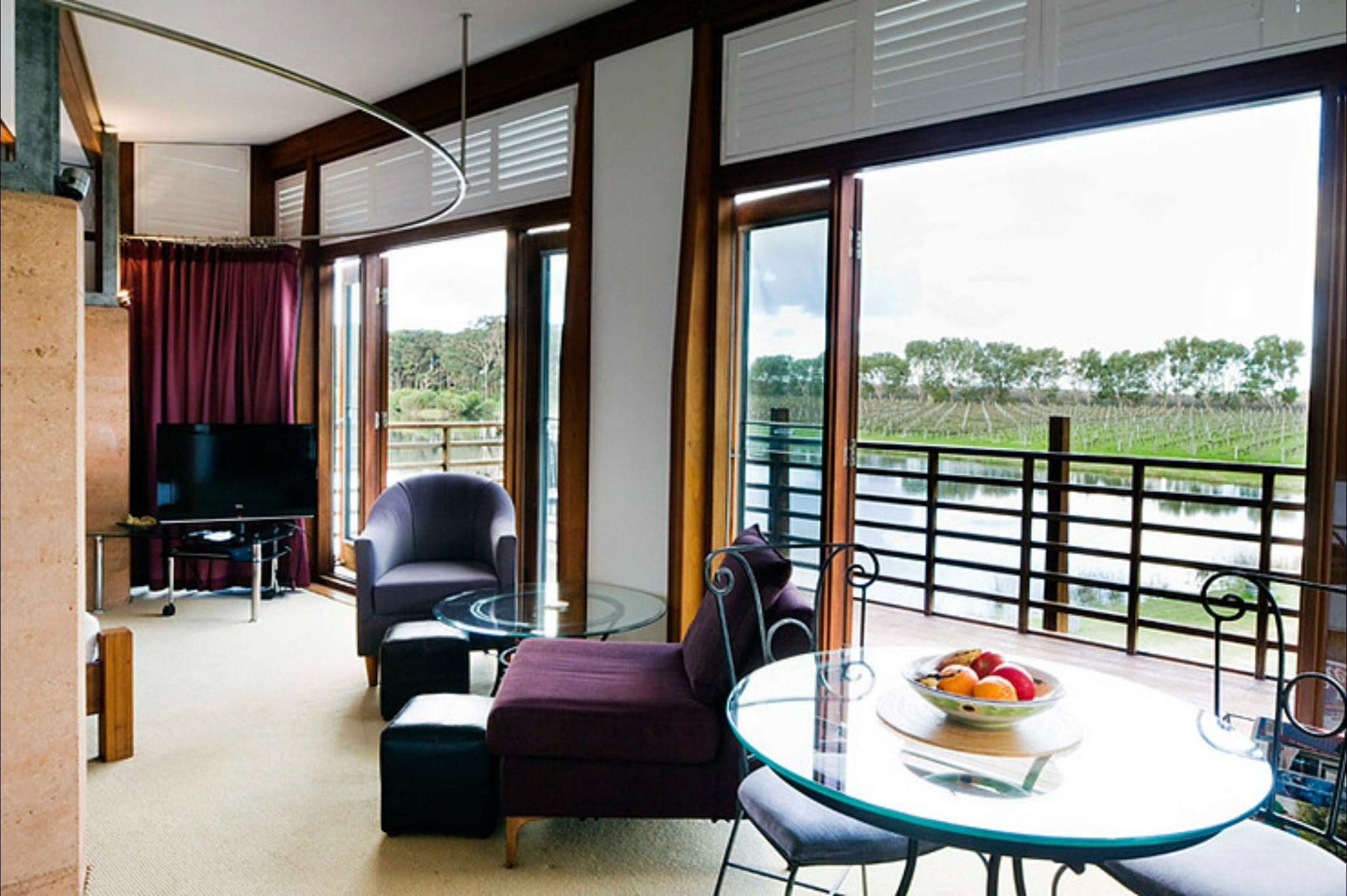 Bettenay's Lakeside Chalets and Luxury Spa Apartment - Accommodation Great Ocean Road