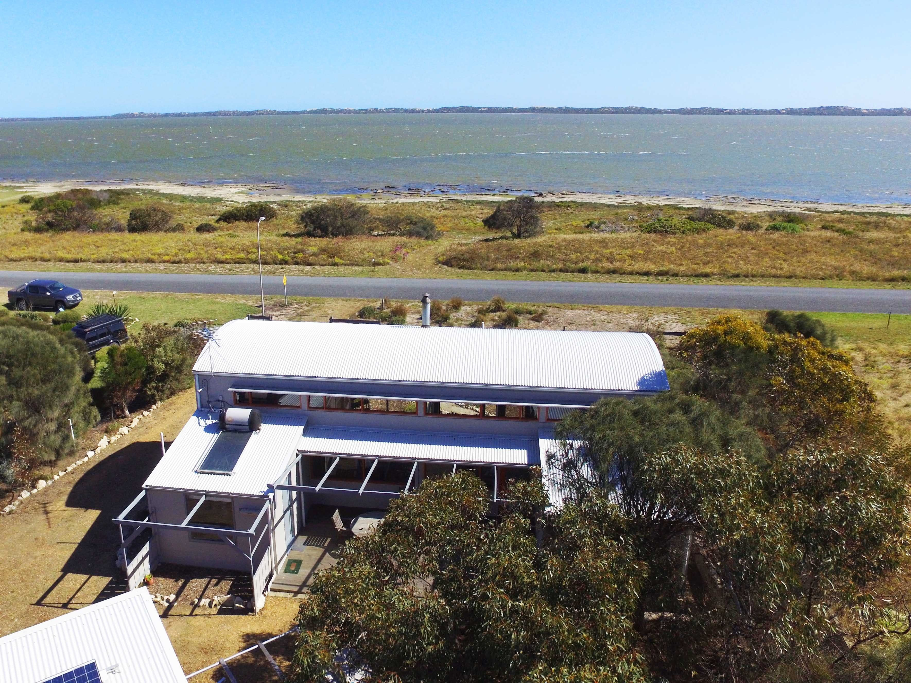 Coorong Aurora - Breathtaking Waterfront Escape - Accommodation Great Ocean Road