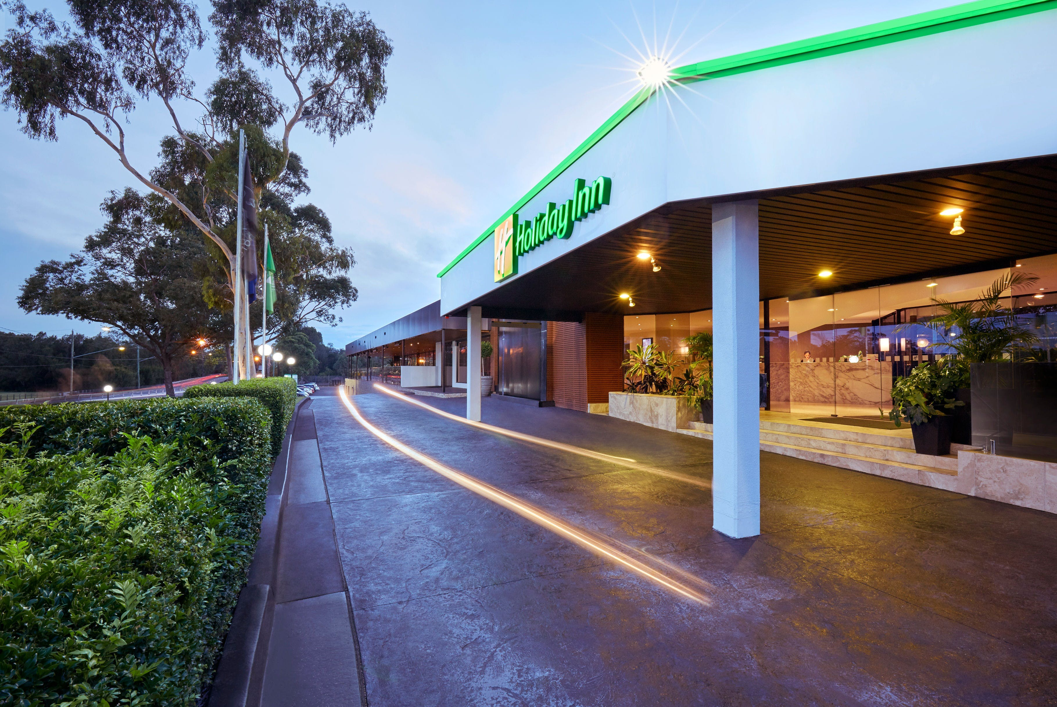 Holiday Inn Warwick Farm - Accommodation Great Ocean Road
