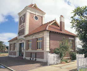 Merredin Town Hall - Accommodation Great Ocean Road