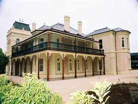 Auchendarroch House and Wallis Tavern - Accommodation Great Ocean Road