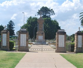 Warwick War Memorial and Gates - Accommodation Great Ocean Road